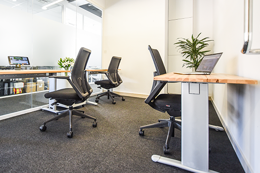 3 dedicated desk in SOHO Office